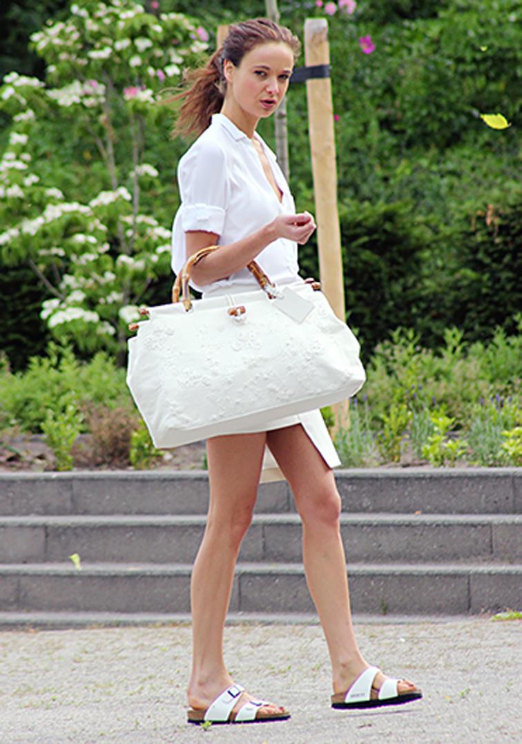 annemieke-kessels-mode-d'amour-all-white-birkenstocks-fashion-over-reason